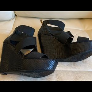 Jessica Simpson wedge shoe Size 7 Zip up backs